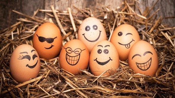huevos-cafe-haciendo-caras