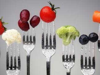 frutas-y-vegetales-en-tenedores