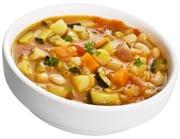 Un plato de sopa de verduras