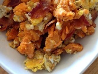 Tocino y Huevos con Camote