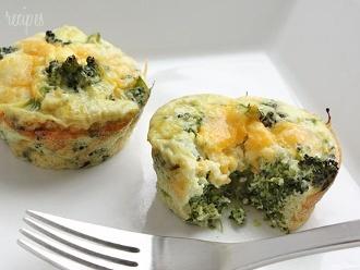 Mini Tortillas De Huevo Con Brócoli Y Queso