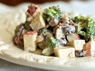 Ensalada de manzana con brócoli