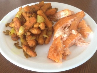 Salmón a la Parrilla con Cebollas y Zanahorias