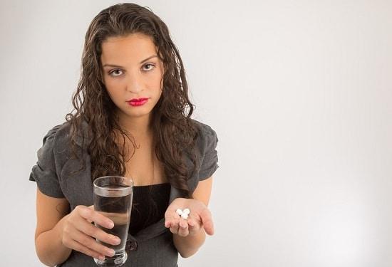Morena, tenencia, píldoras, y, agua