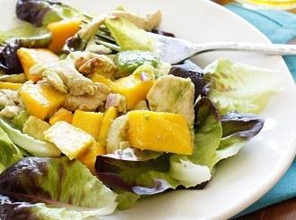 Ensalada De Aguacate Y Mango Con Pollo A La Parrilla De California