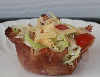 Tazas de jamón para ensalada de chef