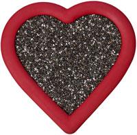 Semillas de chía en un tazón en forma de corazón