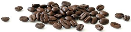 Granos de café esparcidos horizontalmente