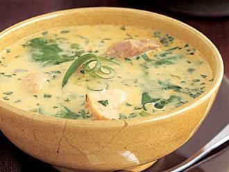 Sopa de pollo al curry y coco
