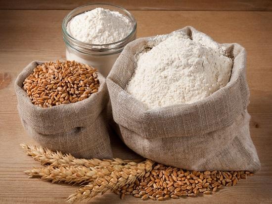 Diferentes tipos de trigo en la mesa