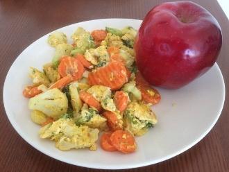 Huevos y Verduras con Manzana