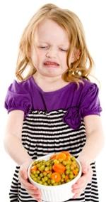 Chica disgustada por las verduras