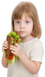 Niña, comida, sándwich