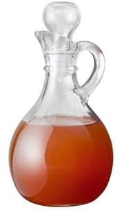 Botella de vidrio con vinagre de sidra de manzana sin filtrar