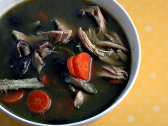 Sopa de pollo verde