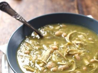 Sopa De Pollo Con Jalapeño Y Lima