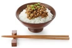 Comida japonesa con natto