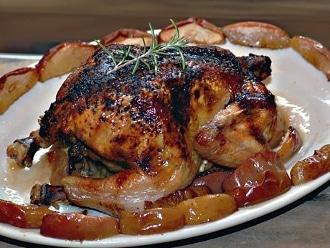 Pollo con manzana y romero