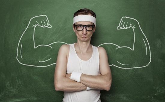 Hombre flaco que quiere ganar músculo