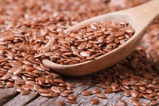 Cuchara con semillas de lino