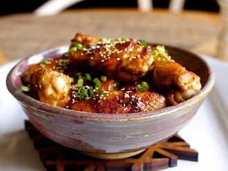 Alitas de pollo con ajonjolí