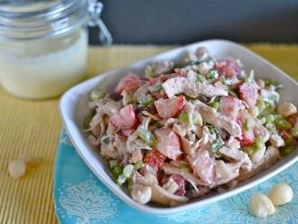 Ensalada de pollo con fresas y nueces de macadamia