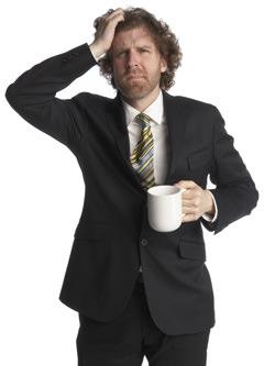 Hombre estresado con café