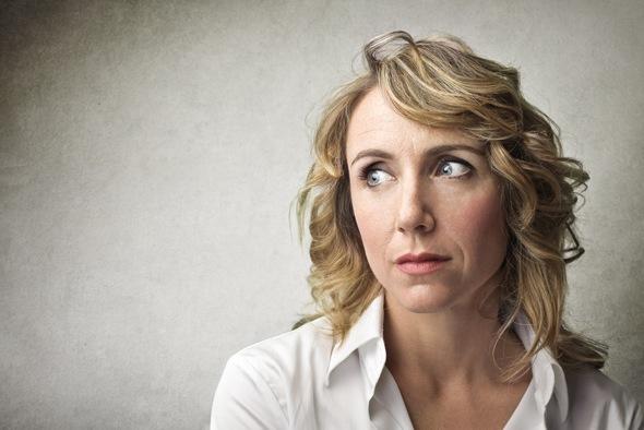 Mujer de mediana edad estresada