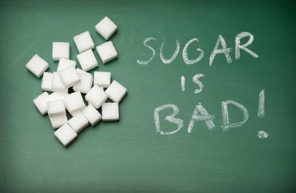 El azúcar está mal escrito en una pizarra