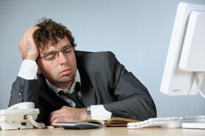 Hombre de negocios cansado