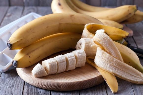 Plátanos enteros y en rodajas a bordo