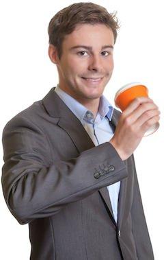 Joven, hombre de negocios, con, taza de café, sonriente