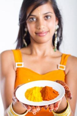 Joven, mujer india, tenencia, especias